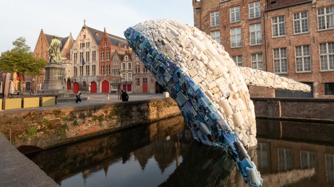 Śmieciowy wieloryb z przesłaniem dla ludzkości