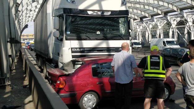 S8: tir zderzył się z autem osobowym