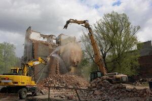 Budowa II linii metra: zburzyli kamienicę na Pradze, kopią na Targówku