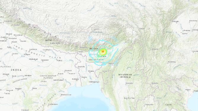 """W Indiach zatrzęsła się ziemia. """"To było największe trzęsienie, jakie widziałem"""""""