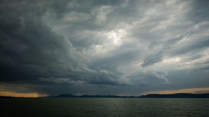 Burze z gradem. Prognoza pogodowych zagrożeń IMGW
