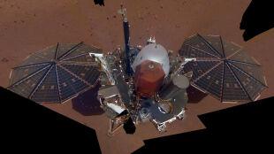 Pierwsze selfie sondy InSight z Marsa