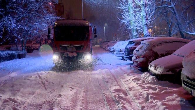 Trudne warunki drogowe, liczne awarie energetyczne. Rano bez prądu było 81 tysięcy odbiorców