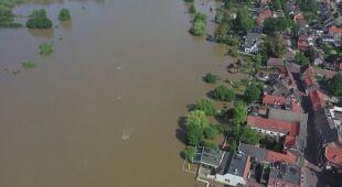 Widok z drona na zalane tereny w Holandii